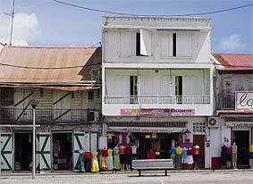Vue d'une maison de ville au Moule, en Guadeloupe